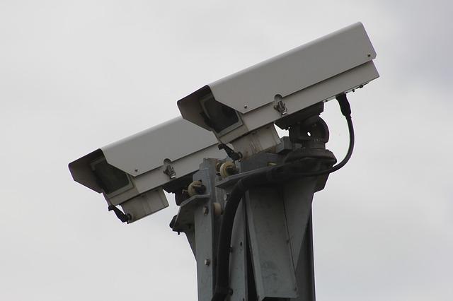 безопасность камера 834173_640