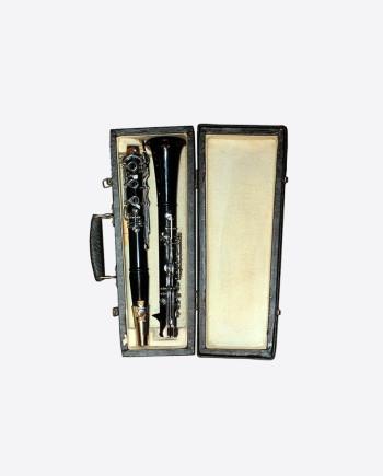 Кларнет Ленинградского ЗДМИ (клеймо нота и рояль), эбонит, с кофром.